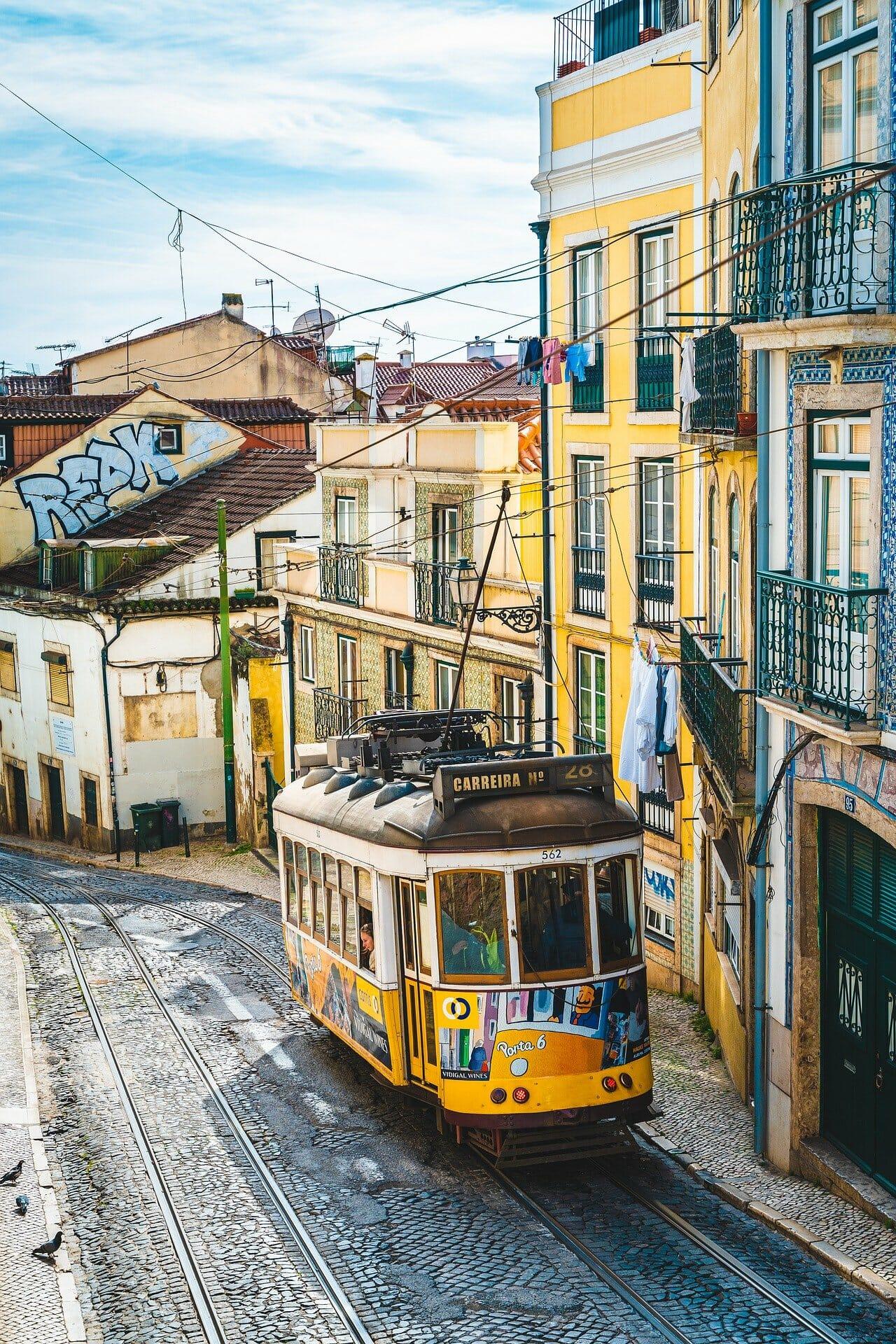 le tramway emblématique de lisbonne